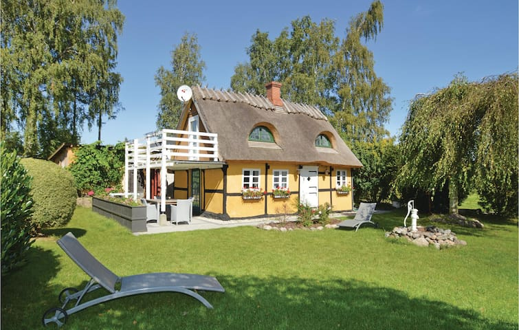 Holiday cottage with 2 bedrooms on 65m² in Faxe