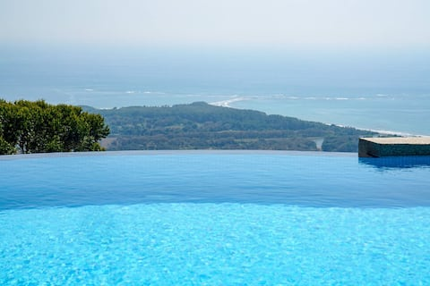 Villa Blü: Calm. Mesmerizing. Serenity.