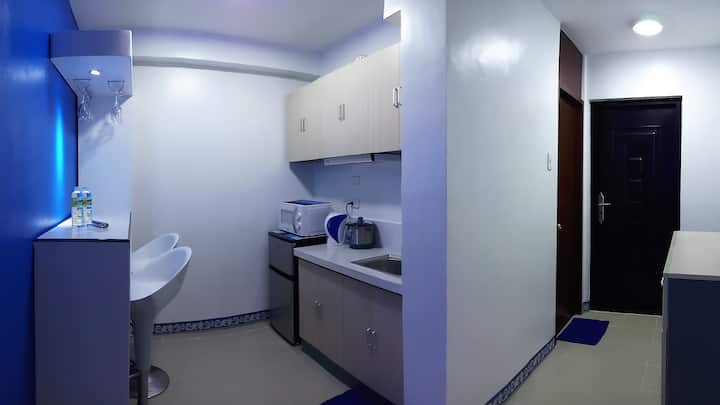 Can cook. 1BR. Pool. Gym. WIFI. 24hr self check-in