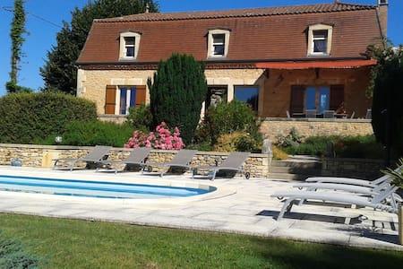 Maison de caractère avec piscine en Périgord Noir