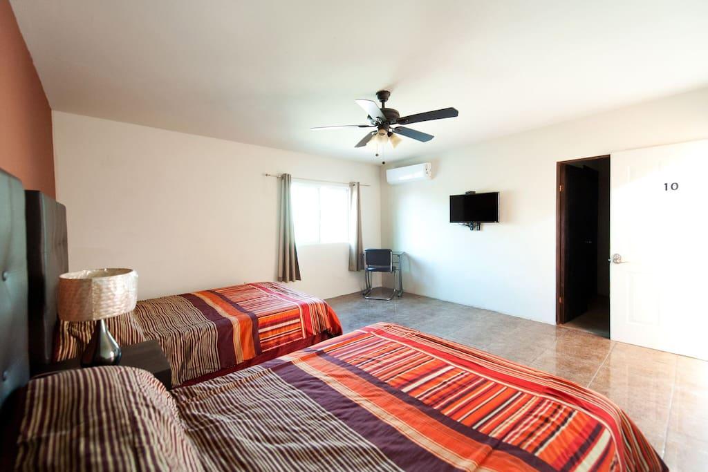 habitacion con aire acondicionado tv con cable e internet