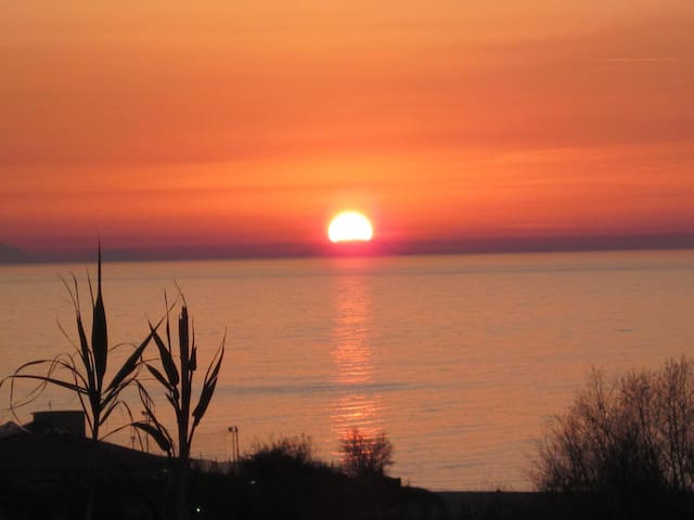 Breathtaking sunsets at Joppolo View (sleeps 4)