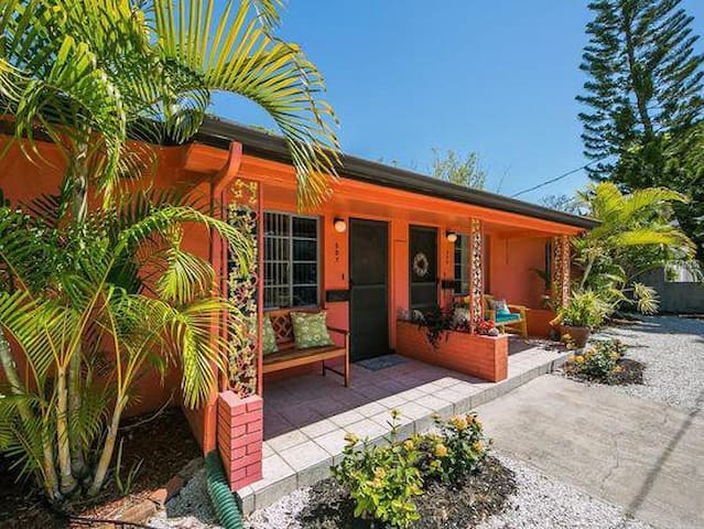 Tropical Retreat in the Best of Downtown Sarasota