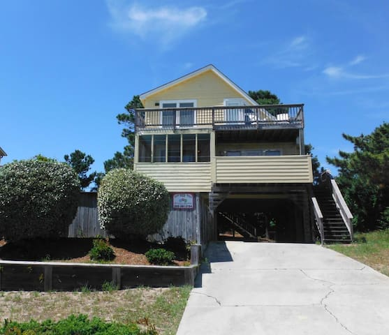 A Fantastic Vacation is A SHORE THING at this Duck Vacation Home