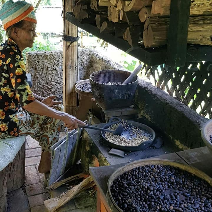 Making Luwak Coffee