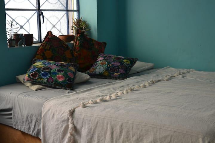 ★Quiet & Spacious KS Bed in Downtown Oaxaca★