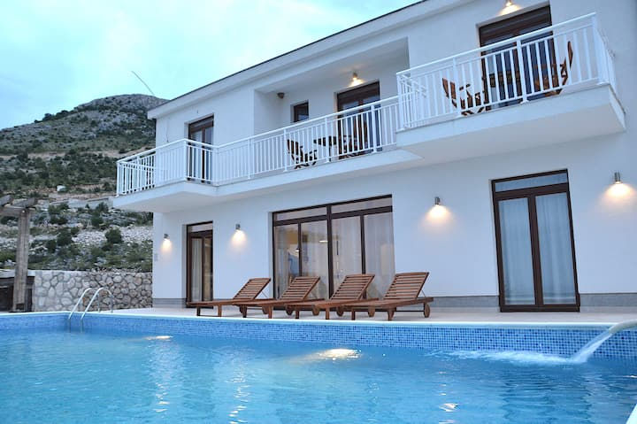 Villa Katarina With Private Pool and Privacy!