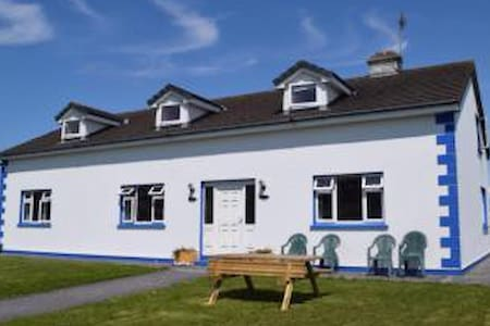 Cois Cuain B & B - Double + 2 Singles - Inishmaan - Bed & Breakfast