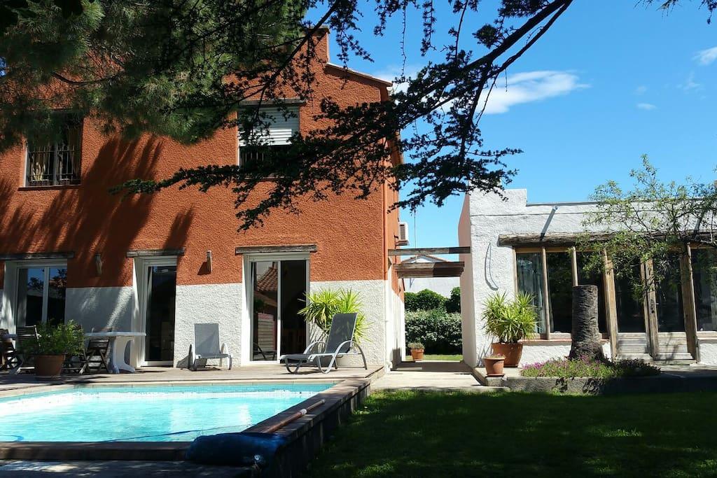 Grand studio piscine jardin bbq maisons louer - Jardin maison contemporaine perpignan ...