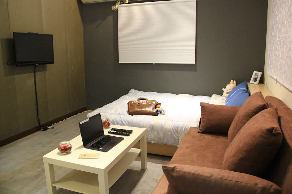 客房內獨立小客廳和加大沙發床
