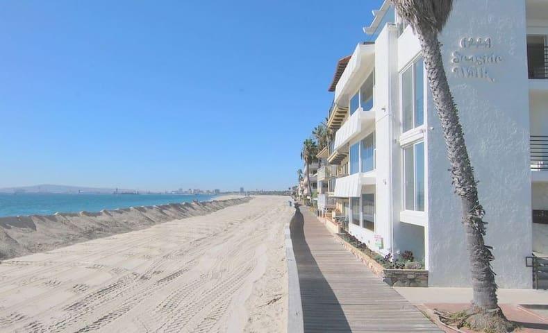 Spectacular Peninsula Oceanfront Apartment