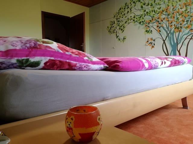 Schlafzimmer 1 Bett 1,80 x 2.00mtr.