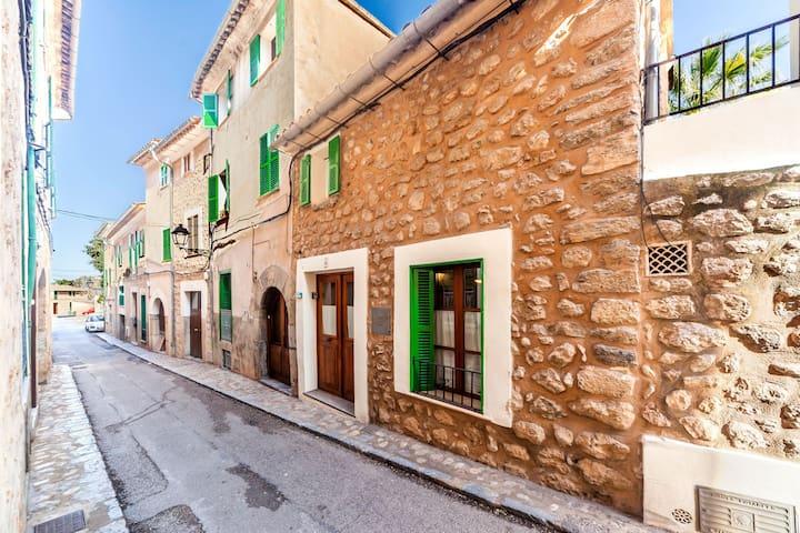 Town house with flair and mountain view – Casa La Bonita