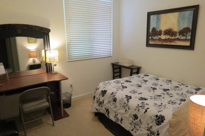 nice room in townhouse 2