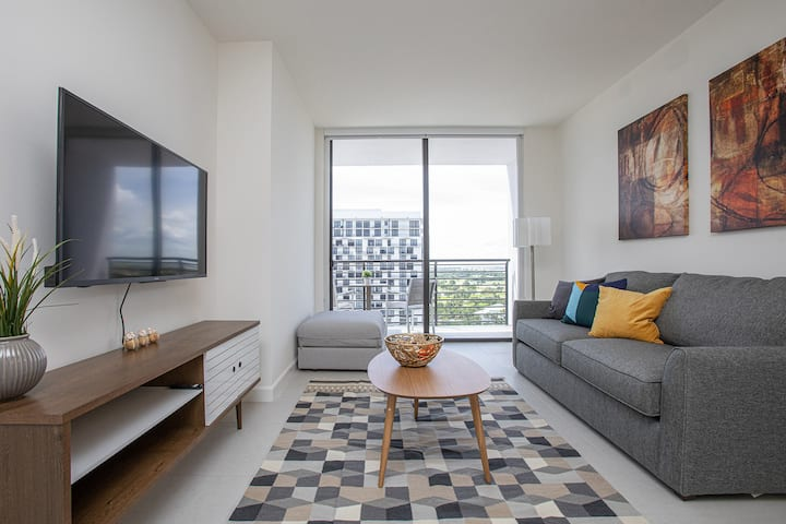 Luxury 1BD/1BT Apartment in Downtown Doral