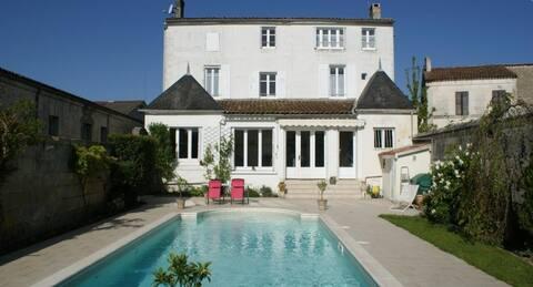 """Studio """" La Marine """" 35m2 avec piscine."""