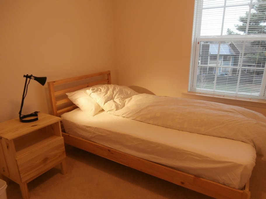 Second Bed Room with single sized Bed