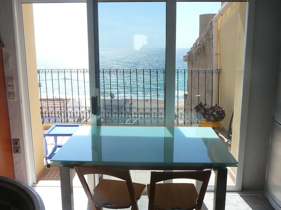 salle à manger sur terrasse et vue