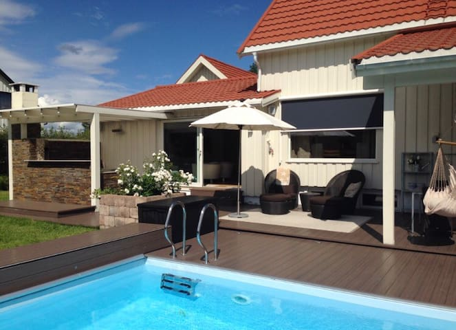 House with swimming pool, 10 min from Oslo Airport - Jessheim - Casa