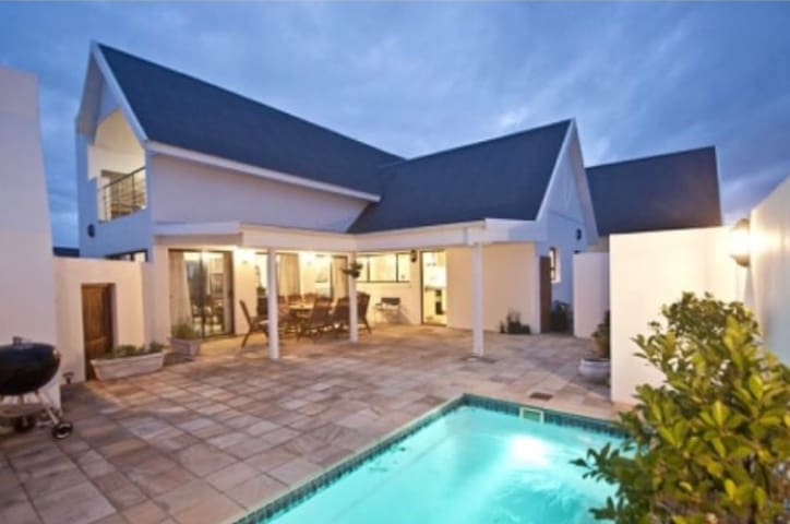 4 bedroom home with pool on the St Francis Links