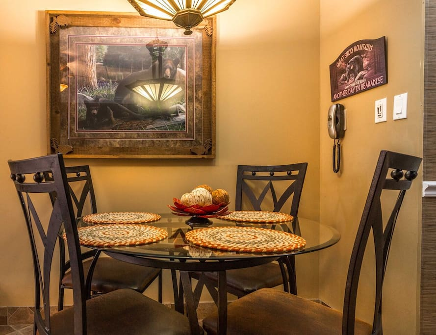 Nice dining area w/seating for four!