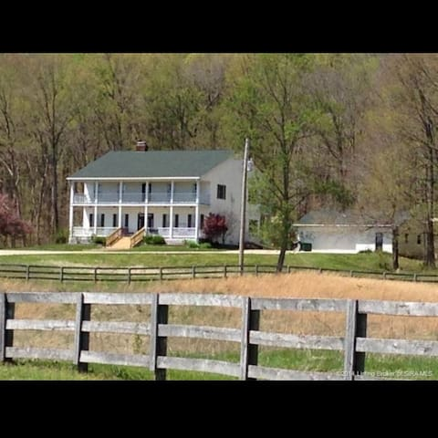 Beautiful Farmhouse in the Country - Corydon - Casa