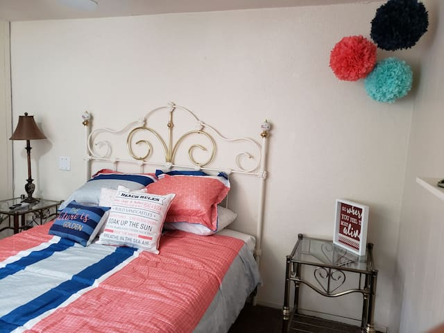 Private Room*Separate Entrance*Pet Friendly!