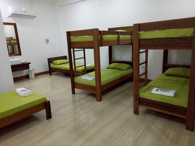 Dormitory type/family room good for 10