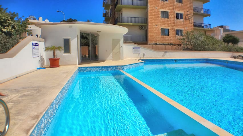 E006 Apartment with Pool near beach in St Julians
