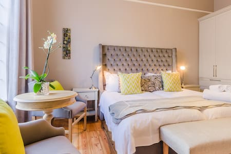 Studio 5: King or two single beds