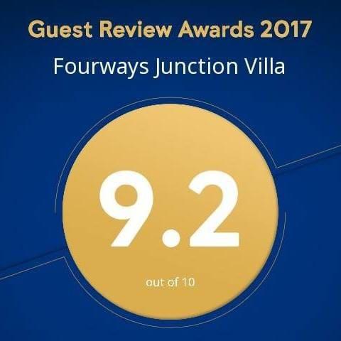 FOURWAYS JUNCTION VILLA - (TWIN ROOM)