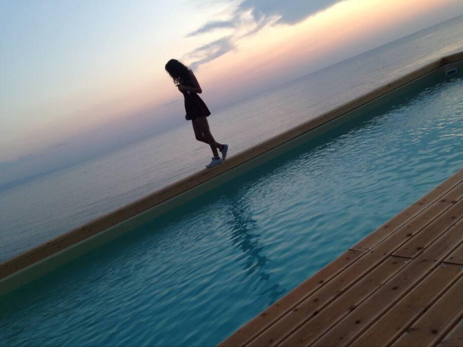 piscina all'alba