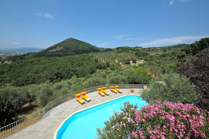 """ LE MAGGIOLINE "" HILLTOP COUNTRY HOUSE WITH POOL - Monsummano Terme - House"