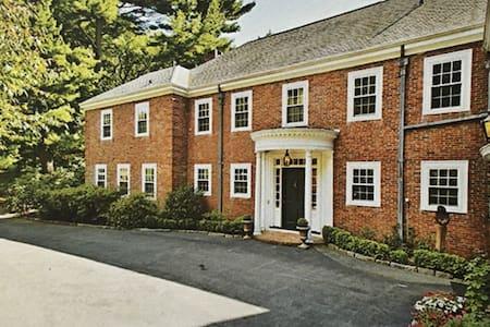 Milton Mansion-PRIVACY-big groups-sleeps 17 - Milton - Dom