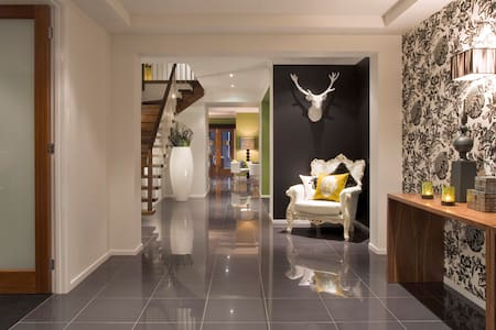 Lux house 22min to CBD or Airport - Point Cook - Villa