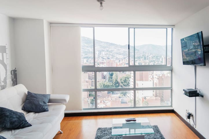 18th floor penthouse with amazing view in Laureles