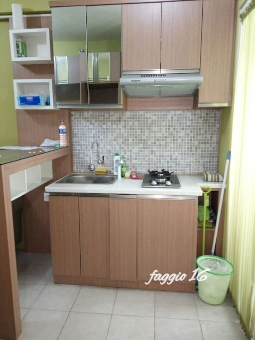 Small kitchen with 2 stove