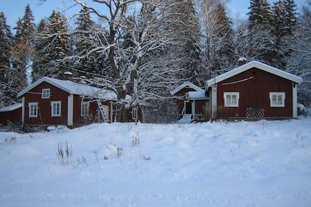 pieni mökki rauhallisella paikalla - Loviisa