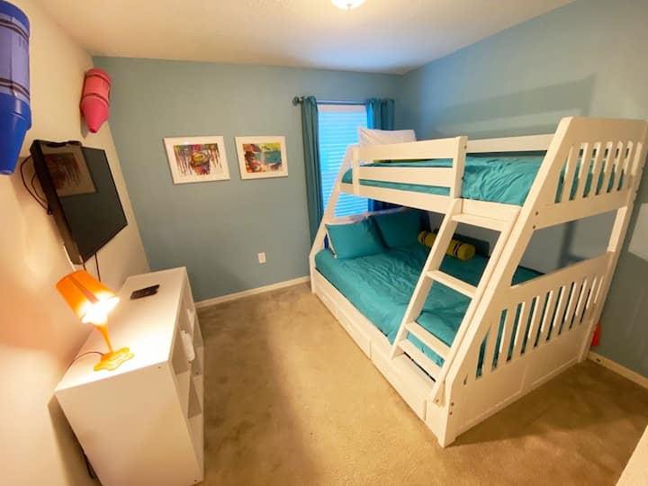 Kissimmee private room with awesome theme parks
