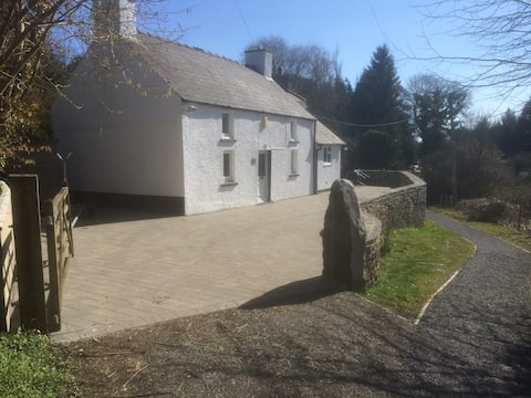 Idyllic Welsh Cottage - 700 yards from beach
