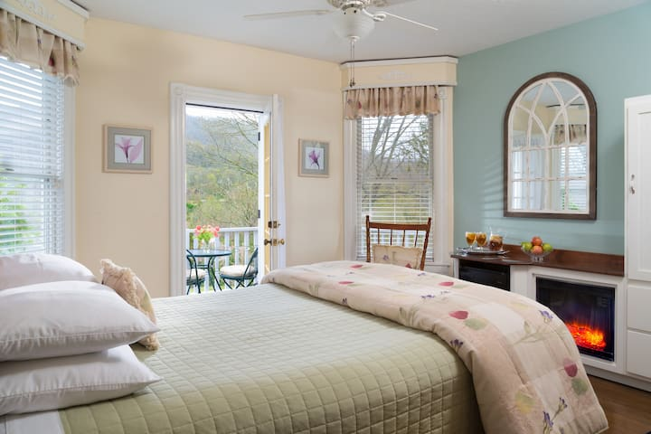 Mountain View Room - Andon-Reid Inn