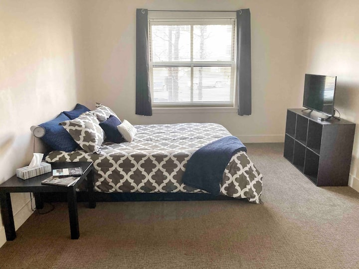 Heart of Downtown Room W/ Private Bathroom