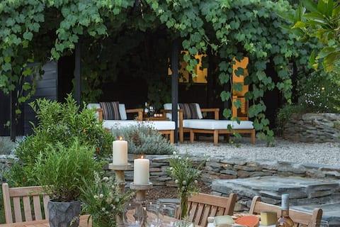 Luxury Retreat in Ancient Topanga Oak Grove