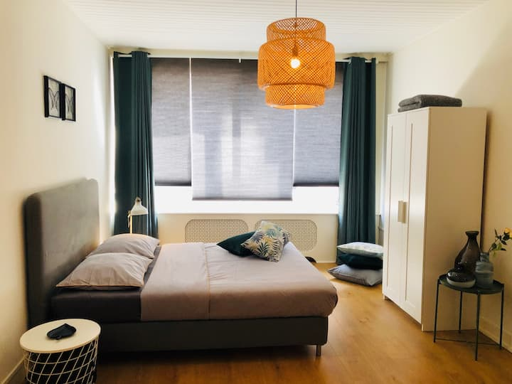 Cosy, modern and light studio in trendy district!