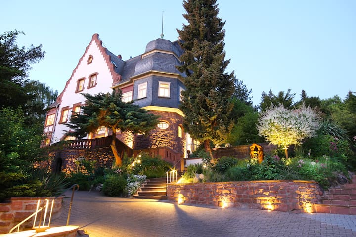 BLUMEINS – Das Refugium | Villa | ELEGANT & URBAN