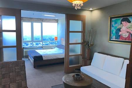 4 Greenhills Condo w Nice View -1BR - San Juan - Apartmen