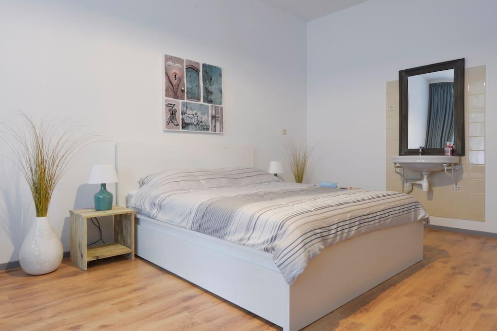 Ruime 1 kamer app eigen douche toilet en entree maisons de ville louer vlissingen ze - Kamer met douche in de kamer ...