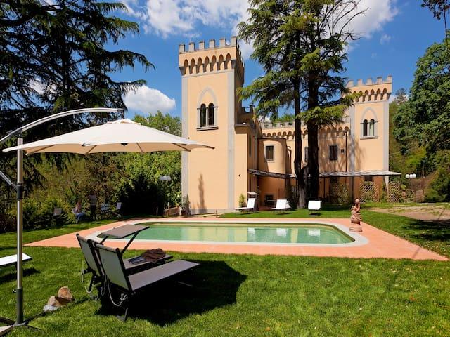Chianti-Apartment Orchidea in Villa, swimming pool