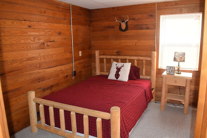 Private 1 bedroom guest house (Cozy Cabin) - Whitmore Lake - Apartment