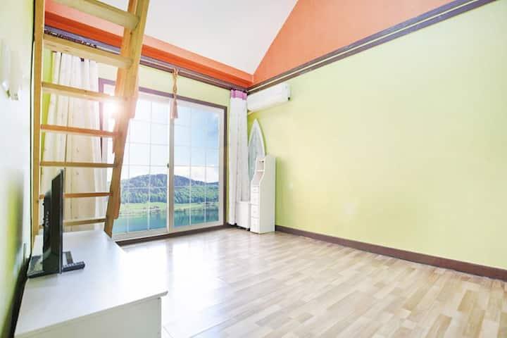 그린&오렌지의 상큼한 컬러와 아늑한 다락방이 있는 가4호(복층)